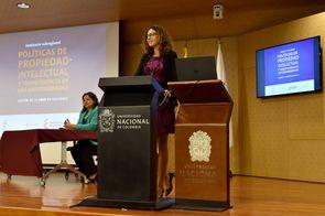 Acto de cierre del seminario, con Lien Verbauwhede Koglin, consejera de la División de Apoyo a las Pymes y a la Iniciativa Empresarial de la Organización Mundial de la Propiedad Intelectual (OMPI ) (Foto: Aura Flechas / DNEIPI / Vicerrectoría de Investiga