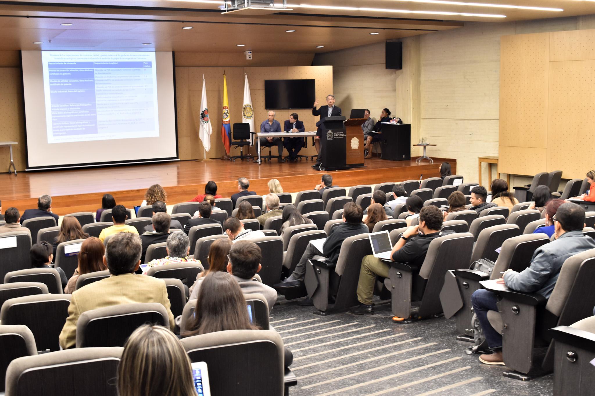 Prof. Gustavo Buitrago, del Centro de Pensamiento en Propiedad Intelectual de la Universidad Nacional de Colombia (Foto: Aura Flechas /Dirección Nacional de Extensión, Innovación y Propiedad Intelectual / Vicerrectoría de Investigación/U. N.)