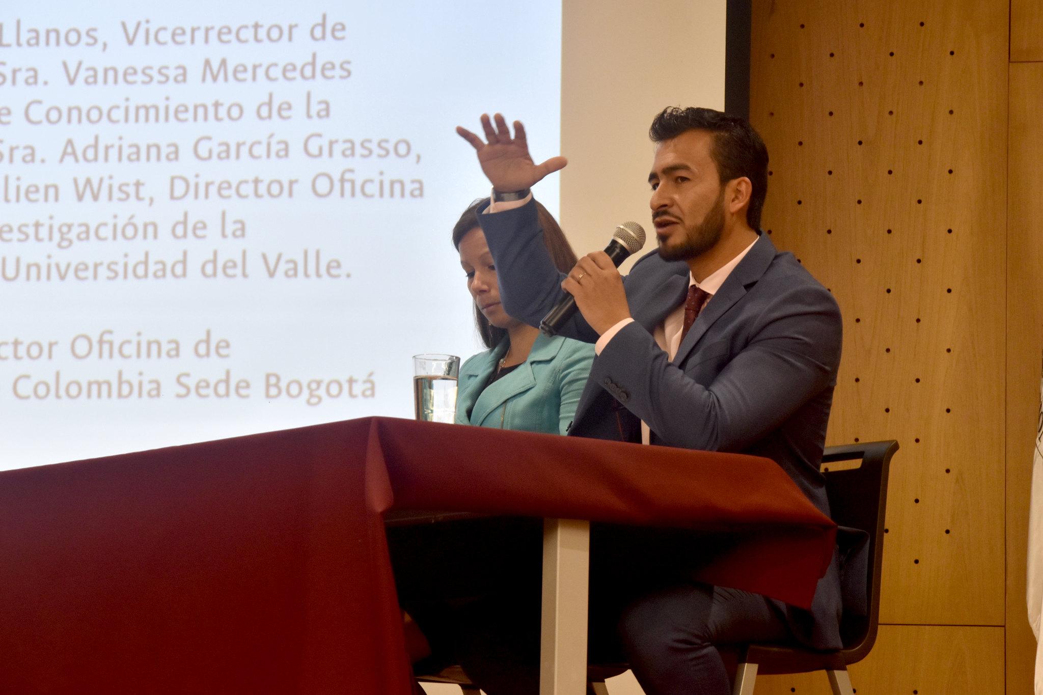Santiago Vargas Domínguez, jefe de la División de Extensión - Universidad Nacional de Colombia y moderador del conversatorio (Foto: Aura Flechas / DNEIPI / VRI)